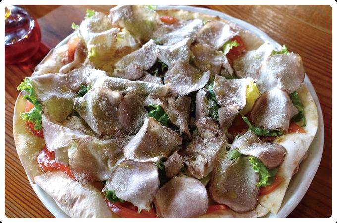 サルワーレ・スモークタンのピザ