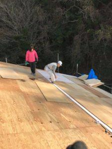 屋根コンパネ作業