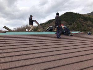 屋根作業継続中